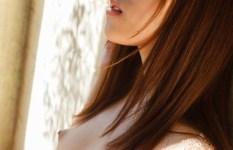 じっと見つめたくなる横顔美人な女の子のエロ画像