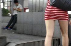 下半身のラインがまる分かりなぴったりタイトスカートの街撮り画像