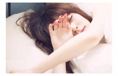 無防備な寝起き姿の女の子画像