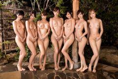 どの子にしようかと考えてしまう複数の女の子が並んでいる画像