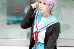 アニメやゲーム内の制服コスプレしている女の子の画像