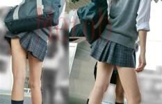 通学中など色んな場所で撮られた制服JKの生脚画像