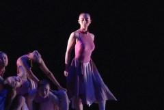 この女子高生たちのコンテンポラリー・ダンスがたまらん!巨乳美人ちゃんおるなw