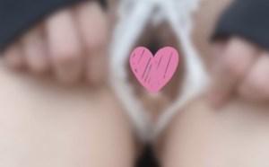 自撮り女子の御伽樒(おとぎしきみ)さん陰毛晒して口元隠すw遂にパンツを脱いで下半身解禁