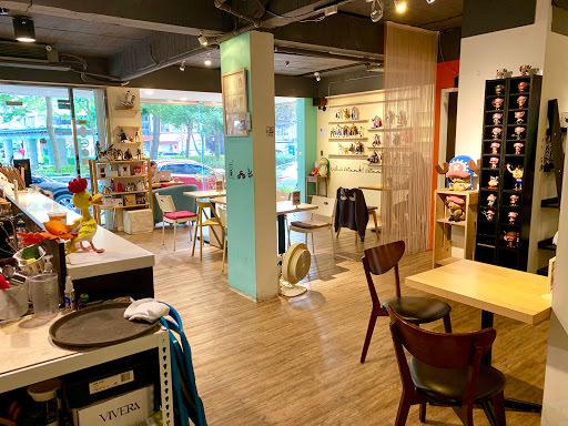 (小巨蛋站   松山) Leisure Café    咖啡廳不限時附插座