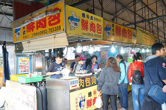 十甲新光黃昏市場│郎港式鮮肉包銅板小吃,肉餡口感紮實人潮多多