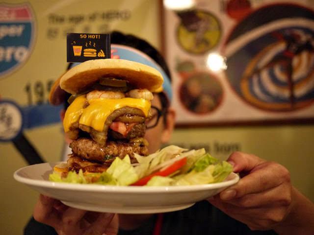 【逢甲夜市offermake造堡】比臉還大的巨無霸漢堡