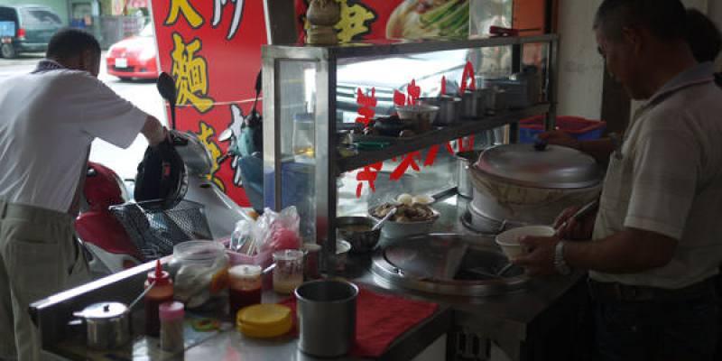 【台中西屯區】老人家甜滋滋的古早味炒麵與滷肉飯