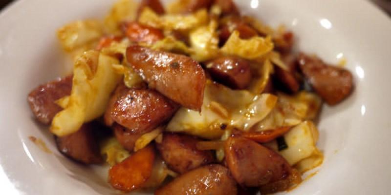 【逢甲夜市】朴大哥韓式炸雞。紅紅的香腸炒