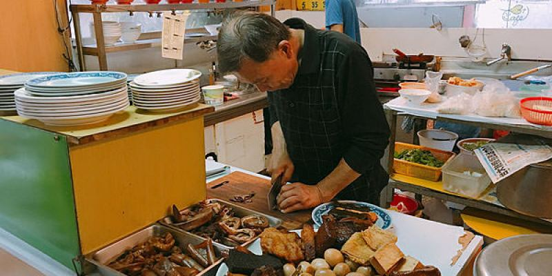 中科牛肉麵│位置低調不顯眼的中壢牛肉麵,人潮多時要耐心等待