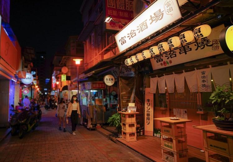 高雄新興區燒烤推薦 富治串燒-日本人也愛去,像東京市場居酒屋街的日式串燒店