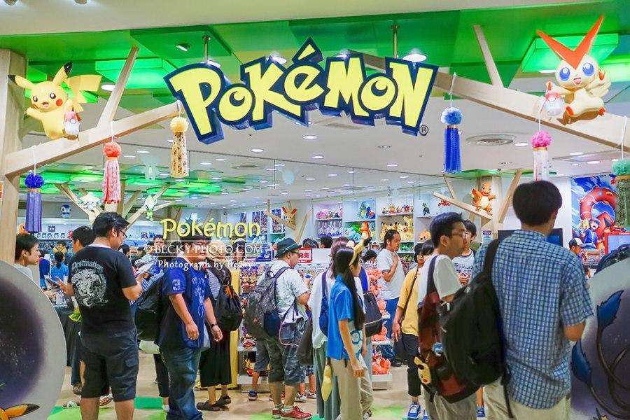 【日本】。Pokémon 寶可夢商店現場好多人! 大人小孩都愛精靈寶可夢_皮卡丘ピカチュウ 周邊商品
