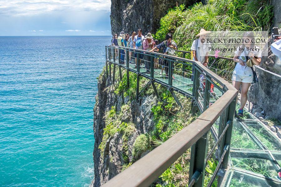 【花蓮】。斷崖邊的花蓮天空步道開放了! 踩著透明步道看花蓮海景