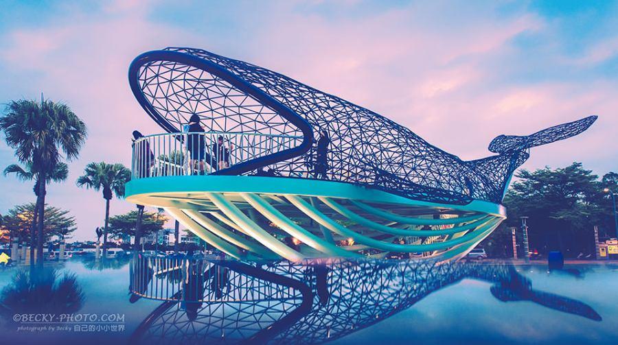 【台南】。鯨魚裝置藝術《夜拍日落版》大魚的祝福 @台南安平拍照