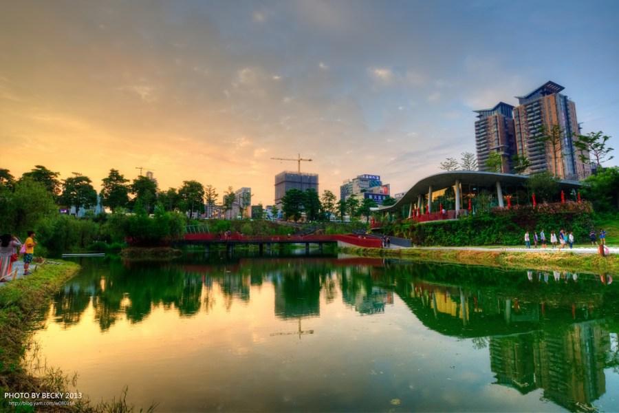 【台中】。超夯攝影景點新地標 ─ 秋紅谷公園