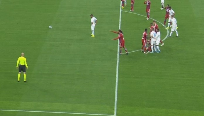Waiting before Payet's penalty