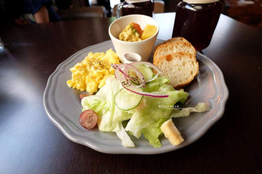 20170911015821 1 - Bearly Awake-工業風早午餐.好拍粉紅熊IG牆.東海藝術街早餐下午茶