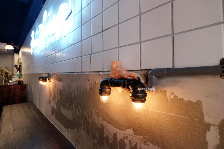 20170912021555 1 - 廢青港式糖水-藏身在一中豐仁冰巷弄裡的港味.好拍的復古工業風