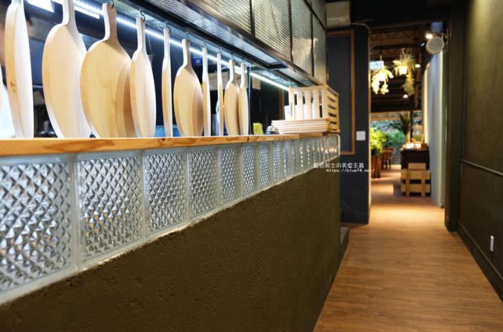 20180715021352 97 - 斐得蔬食│國美館商圈美食,用餐區讓人喜愛的木質調和綠意