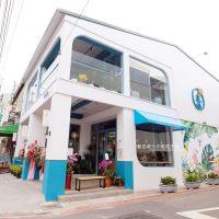 台中│日青咖啡-網美咖啡館,藍白色系外觀,鮮豔加分IG拍照打卡彩繪牆