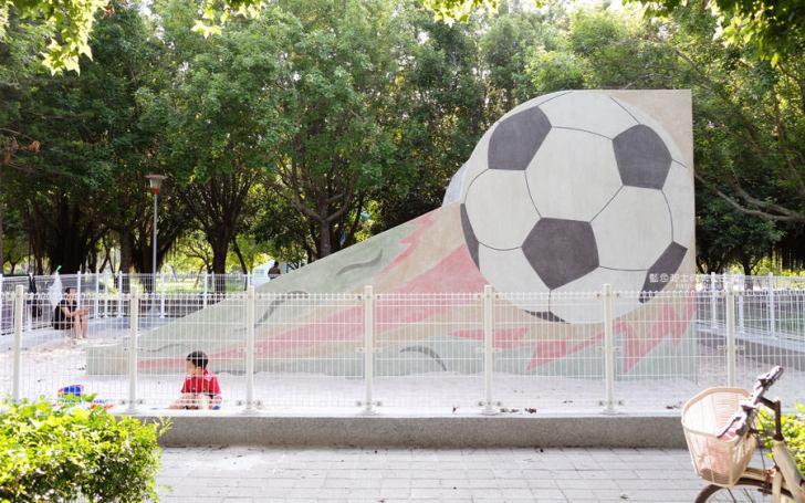 20190609025410 21 - 大肚運動公園-足球造型溜滑梯、籃球場、網球場、遊樂器材,還有一片綠油油草地,大肚萬興宮對面