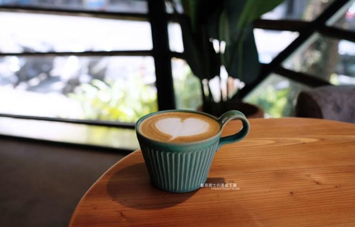 20200923234536 67 - 老窩咖啡館東海店 貨櫃吧台結合老物件和植栽空間,遊園南路上咖啡館