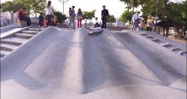 新竹特色公園》文信爬蟲兩棲公園~超寬版蝙蝠磨石子溜滑梯,小而美的親子景點