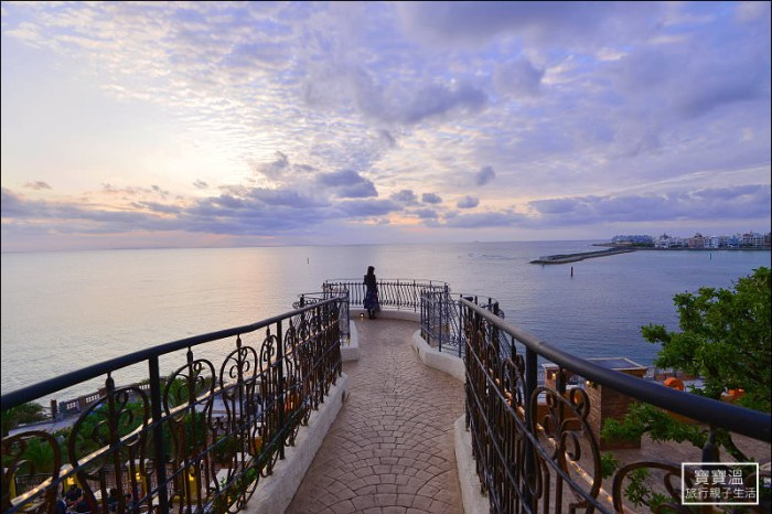 沖繩美國村》北谷日落步道空中觀海平台 Sunset Walk Chatan ,豬肉蛋飯糰旁的臉書IG打卡秘境