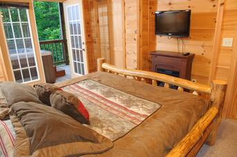 Downstairs Bedroom at Auburn Sky in Shagbark TN