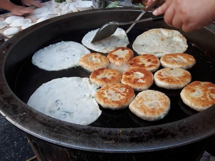 【台南 東區】隱藏在巷弄內的美食攤,讓人看得口水直流│崇誨國宅市場下課後美食