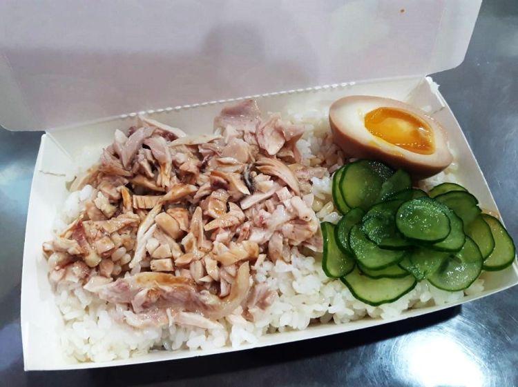 【台南 安南區】乘食雞肉飯。隱身在騎樓下銅板美食|一天賣不到四小時