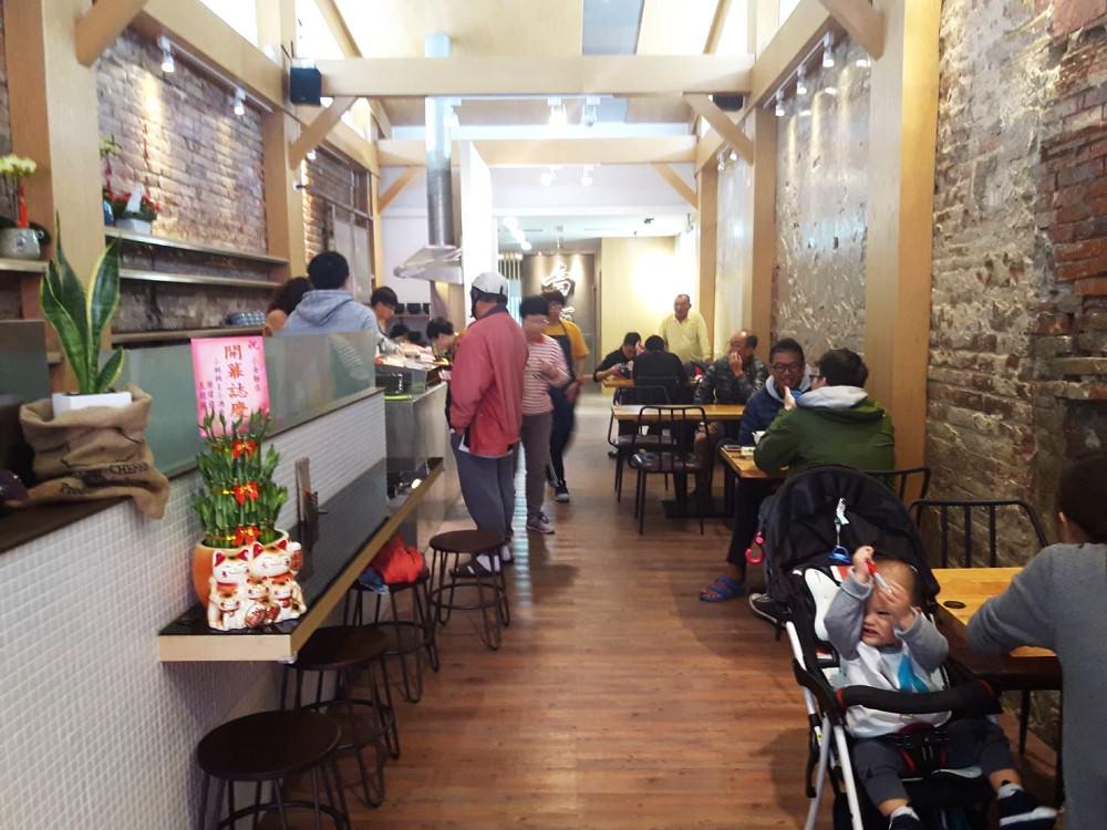 【台南 中西區】小金麵店。老屋蹦出新滋味 在裡面用餐有種悠閒的舒適感