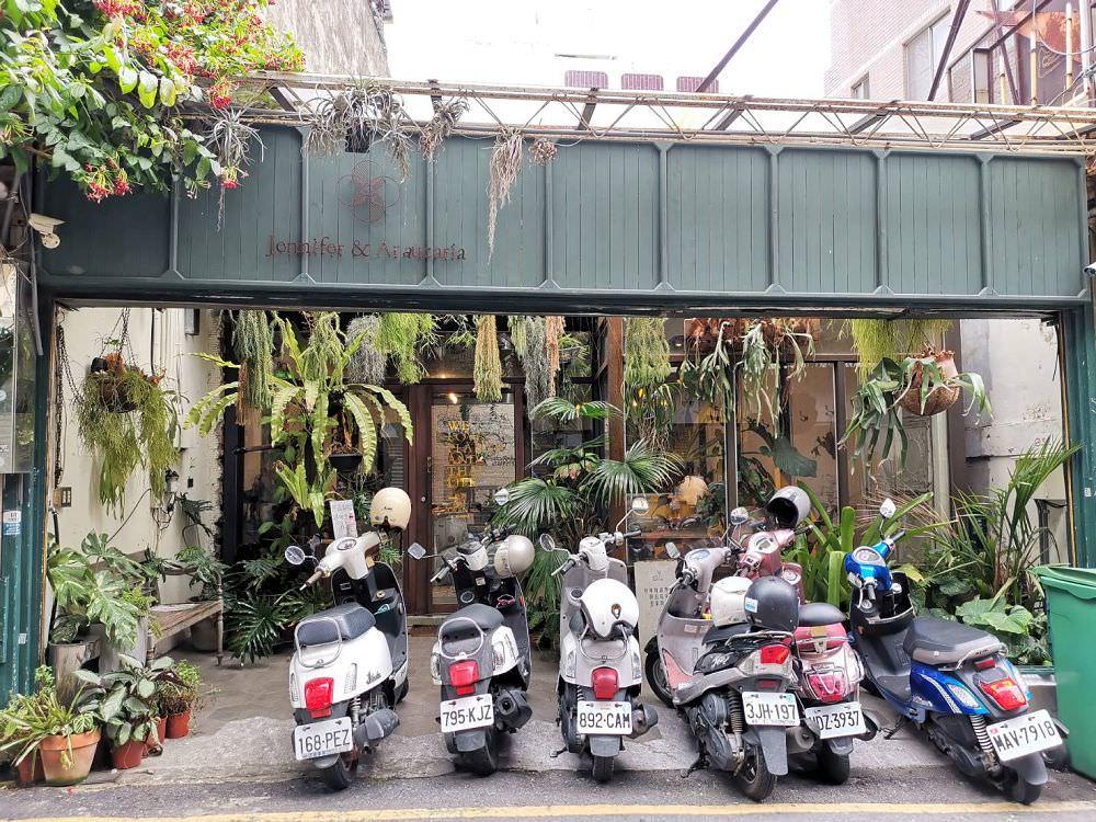珍妮花與南洋杉。泰式料理網美店 彷彿置身在樹林中 隱身在東區巷子內