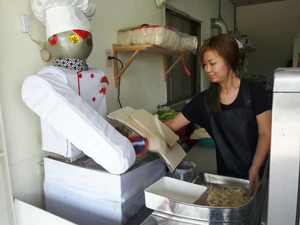 【台南 南區】鹹蛋超人化身為小廚師,機器人刀削麵果然不同凡響