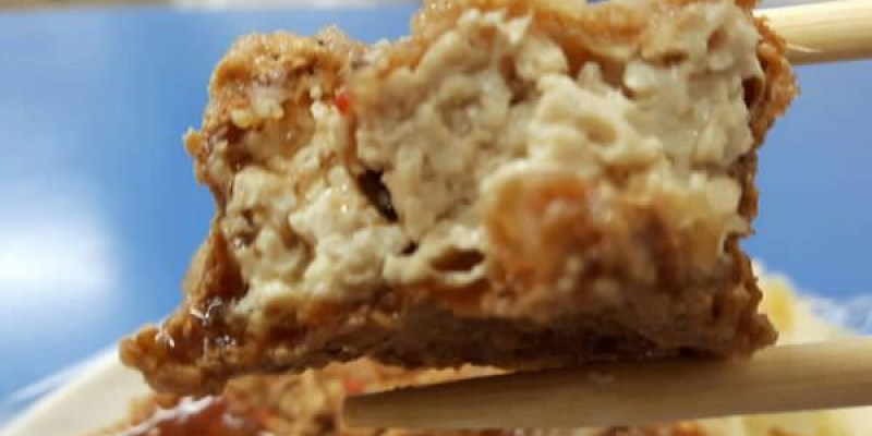 【台南 東區】鴻達臭豆腐。脆皮臭豆腐外酥內嫩雙重口感,一口咬下超有層次!