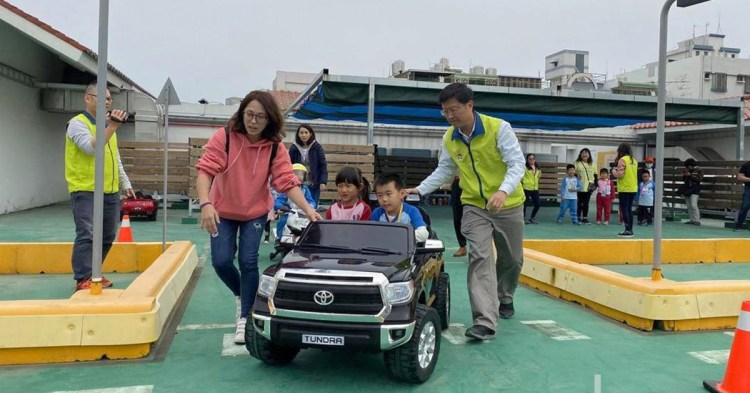 台南親子旅遊新景點!「交通教育館」讓孩子模擬開車、騎車,寓教於樂~