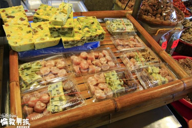 台南關廟公有菜市場裏的傳統小吃-糯米腸、高粱酒香腸、各式滷味都在「食秫古早味‧小區大腸」!