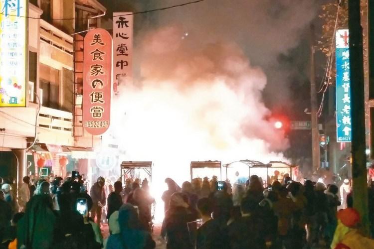 台南2020年鹽水蜂炮週末(07、08日)登場!象徵祈福、驅逐瘟疫~