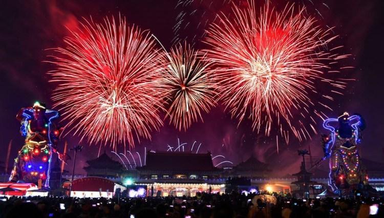 就是今晚!台南正統鹿耳門聖母廟 2020 年高空煙火秀~慶元宵!
