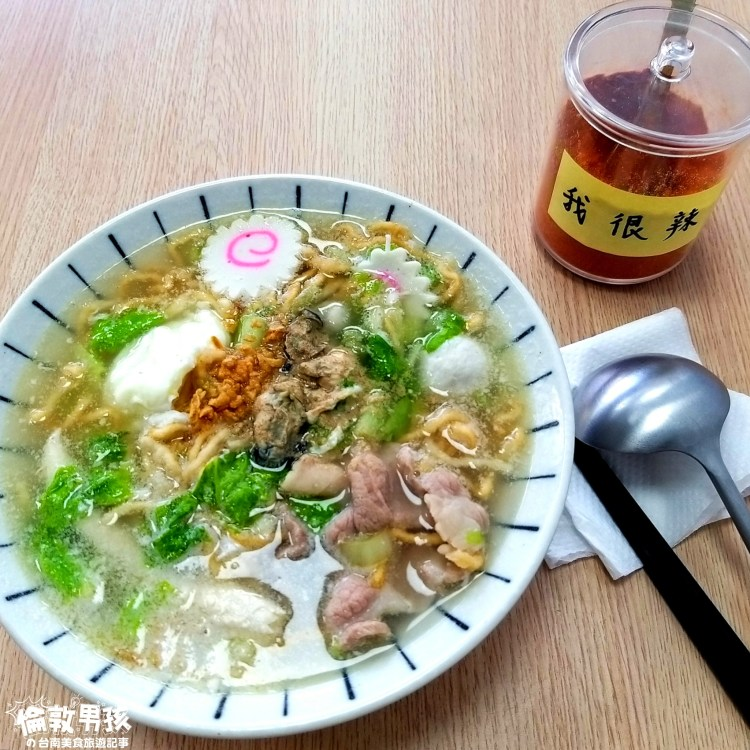 台南美食推薦,大東夜市、東門城圓環附近的「李媜鍋燒意麵」有肉片、魚柳和蚵仔!