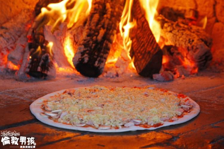 墾丁大街必吃美食「紅磚窯披薩 Pizza」-現點現烤、用料超澎湃、CP 值爆表!
