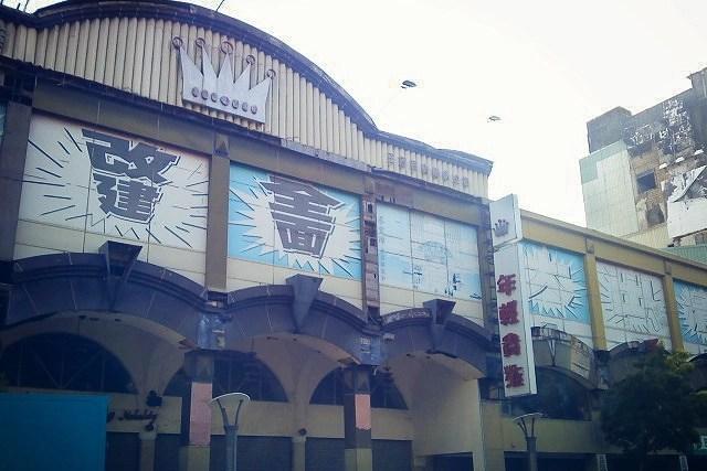 台南當年最潮的百貨公司,開幕於50年前的王冠百貨(年輕貴族)!