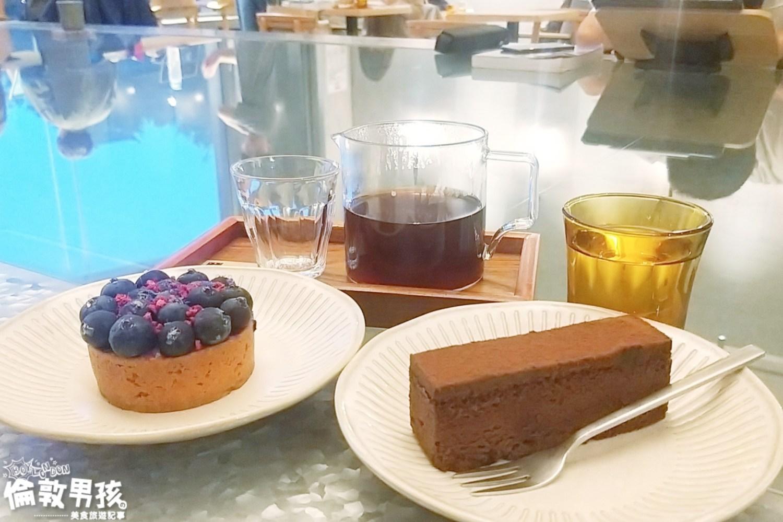 台南特色咖啡館!成功大學旁的輕工業風咖啡、甜點店「喝起來 Bottoms Up」~