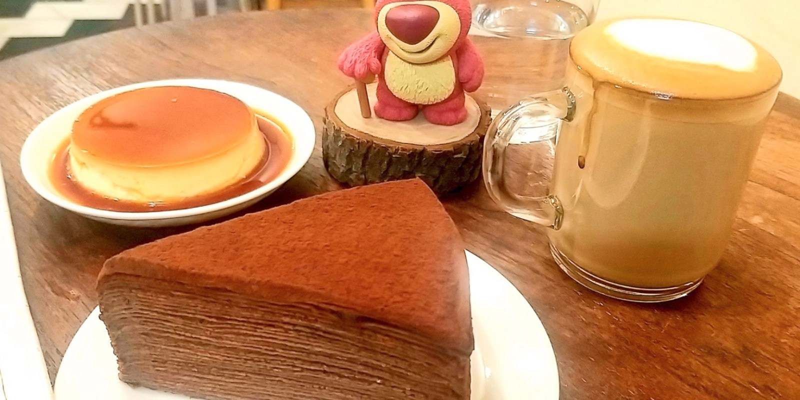 台南千層蛋糕主題咖啡店,營業到晚上八點的「鐵工咖啡館」藏身裕豐街!