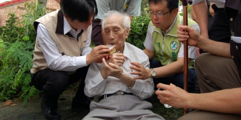 台南市長賴清德又救人 網友推爆賴神 有讚有噓
