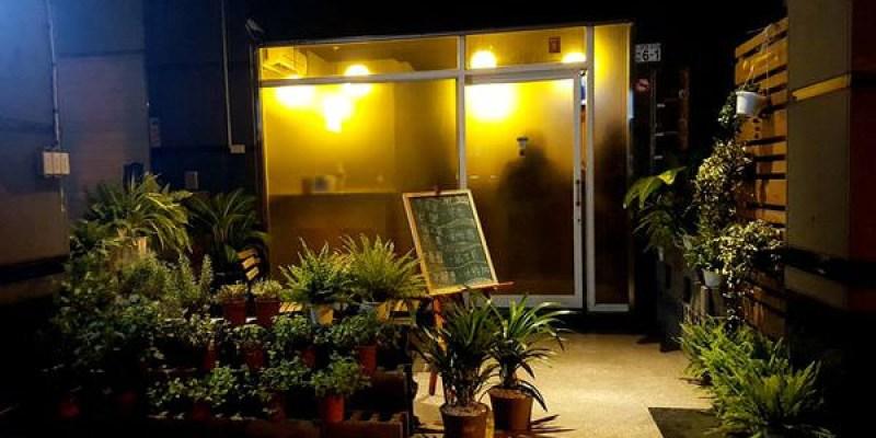 台南 中西區【台南酒吧 Bar B&B - Bitters&Barrel】放鬆的夜晚,舒心的小酒吧,台南深夜喝一杯