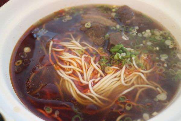 台南金華路美食,限量的清燉牛肉麵、獨家的菲力牛肉麵就在「吳媽媽牛肉麵」
