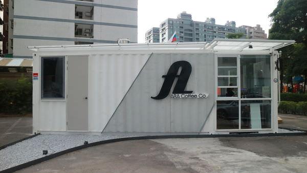 台南‧安平區 ARA coffee Co | 白色貨櫃屋 | 清爽視覺派咖啡館