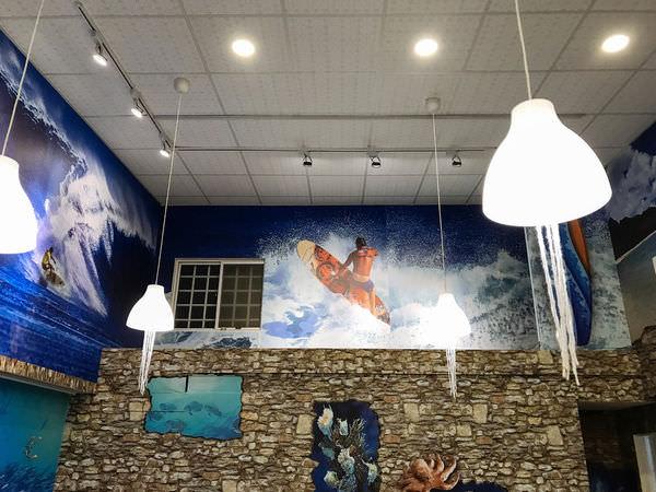 台南東區「鯊嗑海鮮鍋物」巨大鯊魚頭佈景~視覺系蒸鍋店,專人桌邊服務~蒸的沒話說!