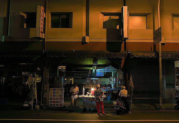 台南燒烤,文華市場旁「建南燒烤」,在地人消夜~傳統好味道!